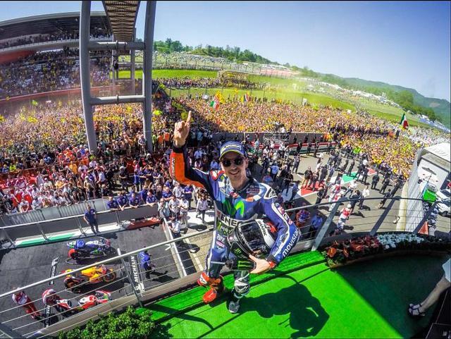 画像: ドゥカティ移籍を発表して、レースも勝って……。ワールドチャンピオンが置き土産なんてカッコよすぎる