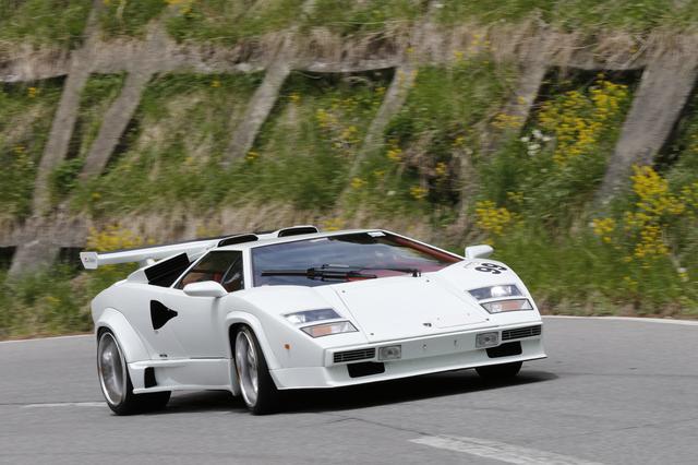 画像: スーパーカー世代の人にとっては不動の「王様」でしょう! ランボルギーニ・カウンタック。