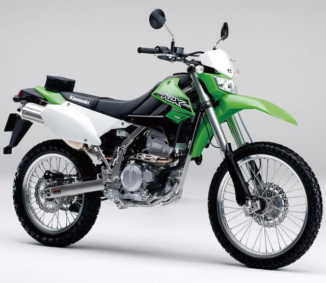 画像: K027 KAWASAKI KLX250/FINAL EDITION ■価格:55万4040円/56万4840円 1993年デビューのKLX250SRから発展してきた息の長いモデル。2008年にエンジンがFI化されるなどの大幅なリファインを受けることで、今も依然として優れたオフロード性能をキープしている。