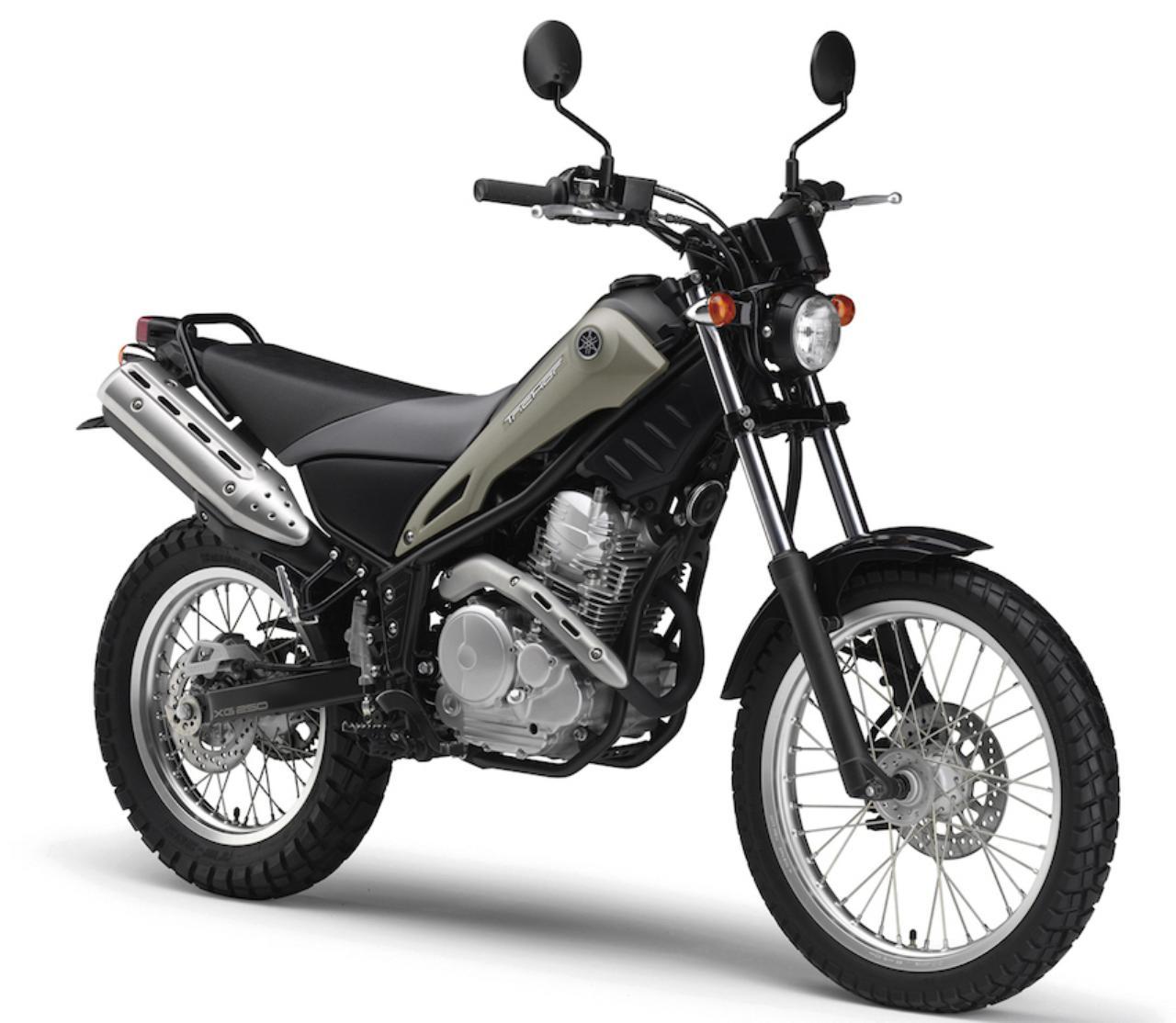 画像: Y041 YAMAHA TRICKER ■価格:42万7680円 セロー系の空冷単気筒エンジンとスリムな車体をベースに、トライアルマシンのような外装と、フロント19インチ・リア16インチのホイールを装着。懐の深いユニークなストリート系ファンバイク。