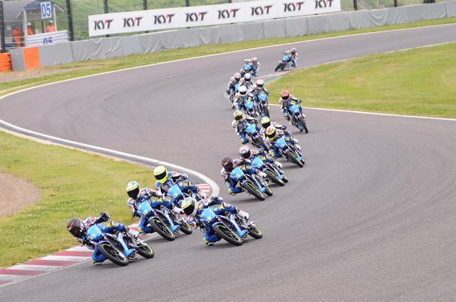画像: こんな感じです ヘルメットだけ各ライダー違うのね…