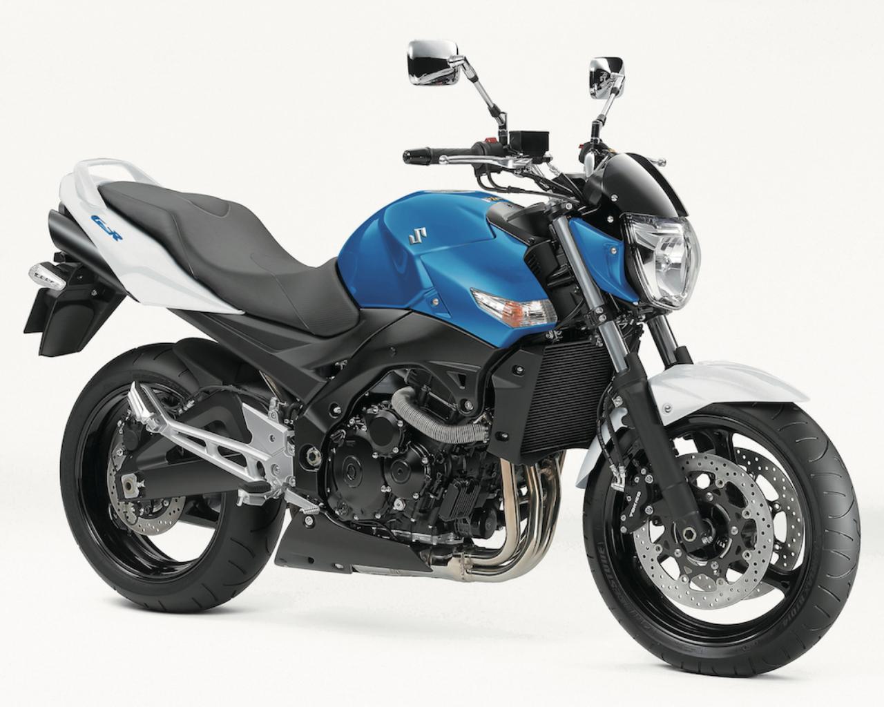 画像: S021 SUZUKI GSR400 ABS ■価格:88万5600円 軽量で剛性の高いアルミフレーム、GSX-R600用ベースのエンジンなどを備えるクラス唯一のスーパーネイキッド。現行モデルは400cc歴代最高の最高出力61PSを発揮する。