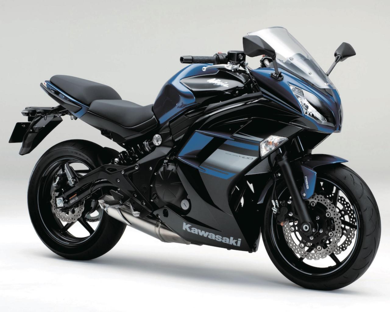 画像: K016 KAWASAKI NINJA400/SE ■価格:66万8520円/74万880円 (ABS SE) 輸出モデルのニンジャ650をベースに、開発された国内向け400cc版。スチール製ダブルぺリメターフレームやサスペンションなど基本構成はNinja650譲り。SEはABSを装備し、専用のカラーリングを採用した上級モデル。