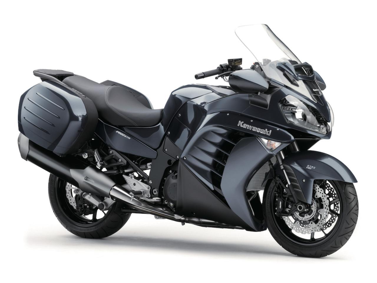 画像: K002 KAWASAKI 1400GTR ■価格:177万1200円 超高速性能と快適性を両立させ、パニアケースも装着したメガツアラー。エンジンは扱いやすさを加える方向へとリファイン、シャフトドライブも採用。ライダーをサポートする各種装備も満載されている。