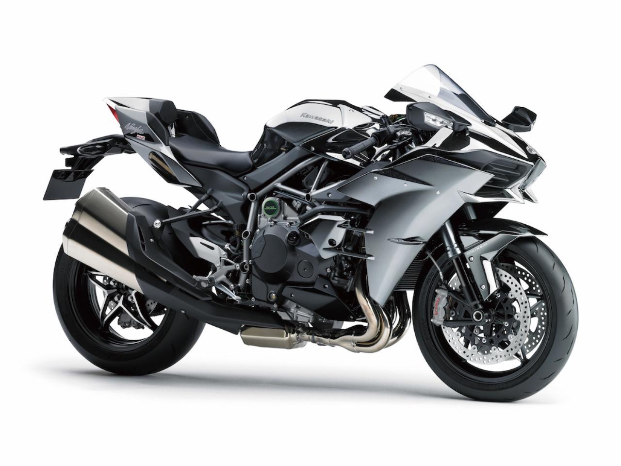 画像: K008 KAWASAKI NINJA H2 ■価格:280万8000円 スーパースポーツともメガスポーツとも違うアプローチで、究極のスポーツバイクを目指したのがニンジャH2。スーパーチャージャーを組み合わせた998㏄水冷直4エンジンは、自然吸気では真似のできない強烈なパワーとトルクを幅広い回転域で発揮。他のバイクでは味わえない豪快な走りが楽しめる。