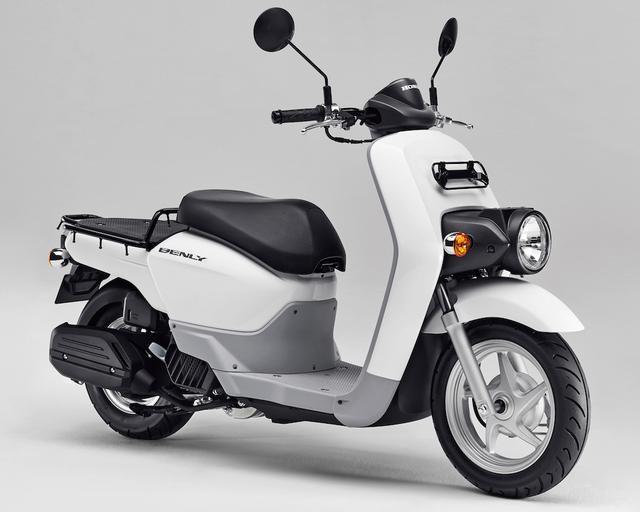 画像: H072 HONDA BENLY ■価格:23万2200円 ビジネス向け50ccスクーターのベンリィが、昨年モデルチェンジで水冷eSPエンジンを搭載。メンテナンス性も大幅に向上、携帯電話などを充電できるアクセサリーソケットも装備。