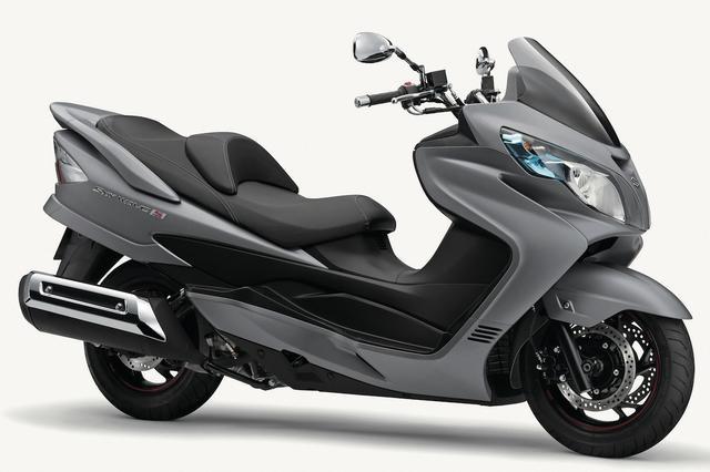 画像: S035 SUZUKI SKYWAVE400 TYPE S ABS ■価格:79万9200円 強力な400ccエンジンによる余裕のある走りで高い評価を得ているスカイウェイブ400シリーズ。タイプSはショートスクリーンを採用した軽快なスタイリングのモデル。
