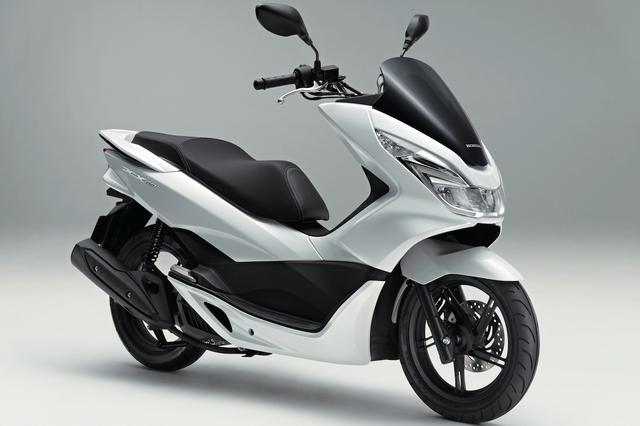 画像: H053 HONDA PCX150/SE ■価格:36万720円/37万1520円 原付二種の人気モデルPCXの軽二輪版。2014年にモデルチェンジされ、上質感を高めたスタイリング、フリクションの低減によって燃費を向上させたエンジン、快適さを増したパッケージ、大容量化された燃料タンクなどを搭載。