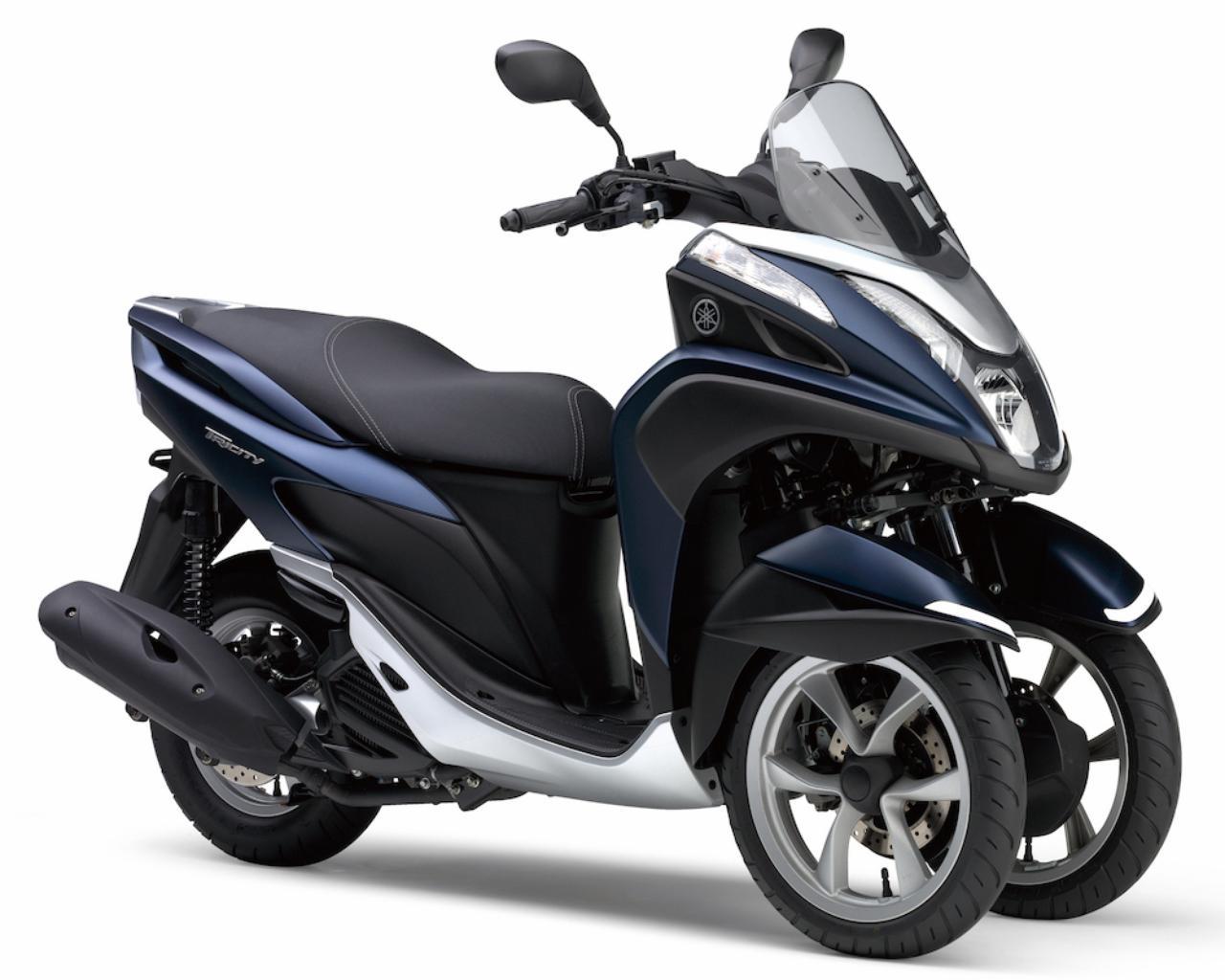 画像: Y050 YAMAHA TRICITY125/ABS ■価格:35万6400円/39万9600円(ABS) ヤマハ独自のLMW機構によって、2輪以上の安定感と2輪と変わらない運動性を実現する3輪スクーター。活発な動力性能と好燃費、優れた実用性までを兼ね備える新世代のシティコミュータとして人気だ。