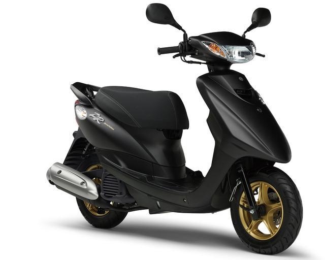 画像: Y060 YAMAHA JOG ZR ■価格:19万4400円 ジョグのスポーティバージョンがZR。リアスポイラーやリザーバータンク付きリアサスペンション、専用メーターを装着、専用のカラーリングでスタンダードモデルと差別化。