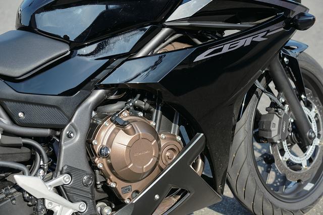 画像: エンジンも含めて全体として良く出来ているバイクだと評する伊藤さん。「構えないで乗れるし、速い。400というより、600っぽさがあるツインエンジンだと思います」