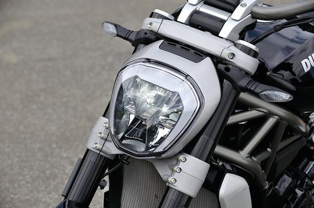 画像: ひと目で特別なモデルと分かるデザインのLEDヘッドライト。法規上の面で残念ながら日本仕様にはデイタイム・ランニング・ライトは採用されていない。