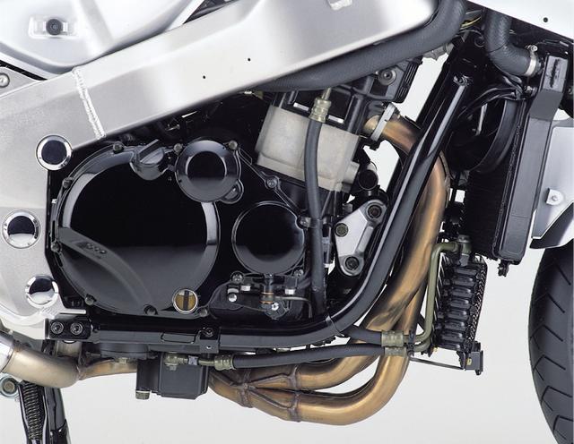 画像: エンジンはビッグネイキッドのZRX1200がベース。元々は実用域のトルクとピックアップを重視したユニットだが、細部にまで手を加えることで、ツアラーらしい扱いやすく伸びやかな出力特性に仕上げられた。