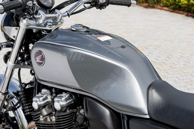画像4: Honda CB1100 VS CB1100/EXの違いはココだ!