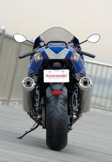 画像5: ハヤブサから「最速」を奪還すべく満を持して投入されたZZR1400。