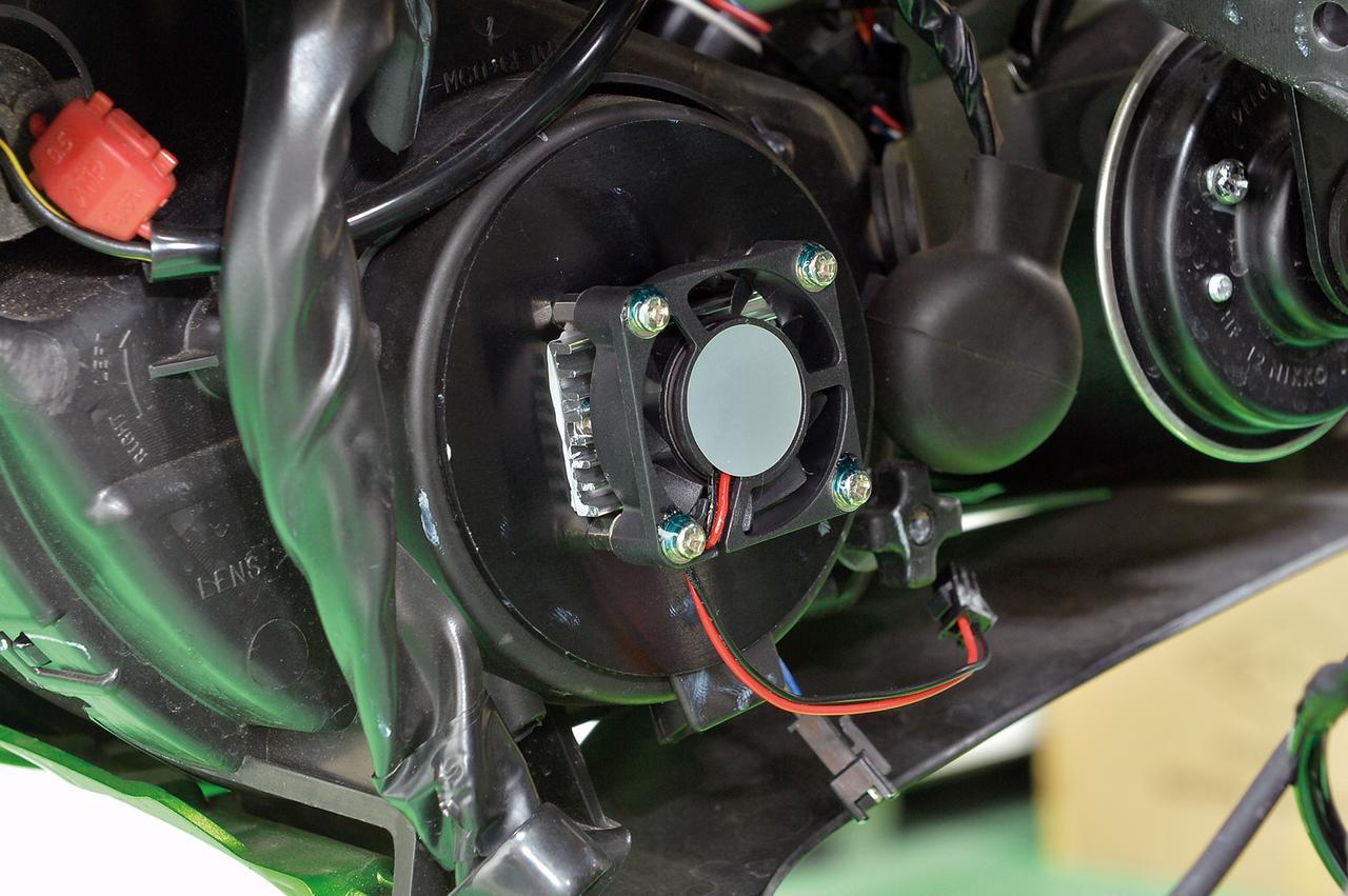 画像: 冷却ファンはファンの軸受けにボールベアリングを採用し、振動や連続回転に対する耐久性を確保。もちろん防水構造になっている。