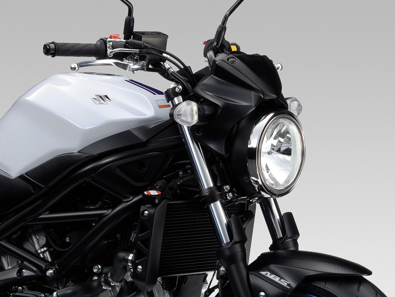 画像: 日本のユーザーからの要望が高かったという丸形ヘッドライト。マルチリフレクター12V60/55Wバルブを採用している。