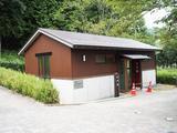 画像: なんとスズキ様から竹林公園内にトイレを新設! 隼駅まつりの前日なので、まだ柵がかかっています。
