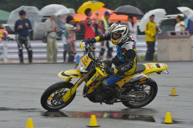 画像1: 激走、転倒、波乱、逆転…秋の雨がもたらした白熱の1日! オートバイ杯ジムカーナ第4戦