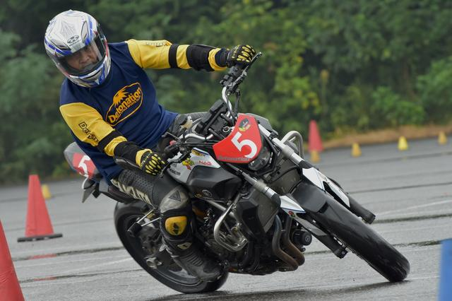 画像4: 激走、転倒、波乱、逆転…秋の雨がもたらした白熱の1日! オートバイ杯ジムカーナ第4戦