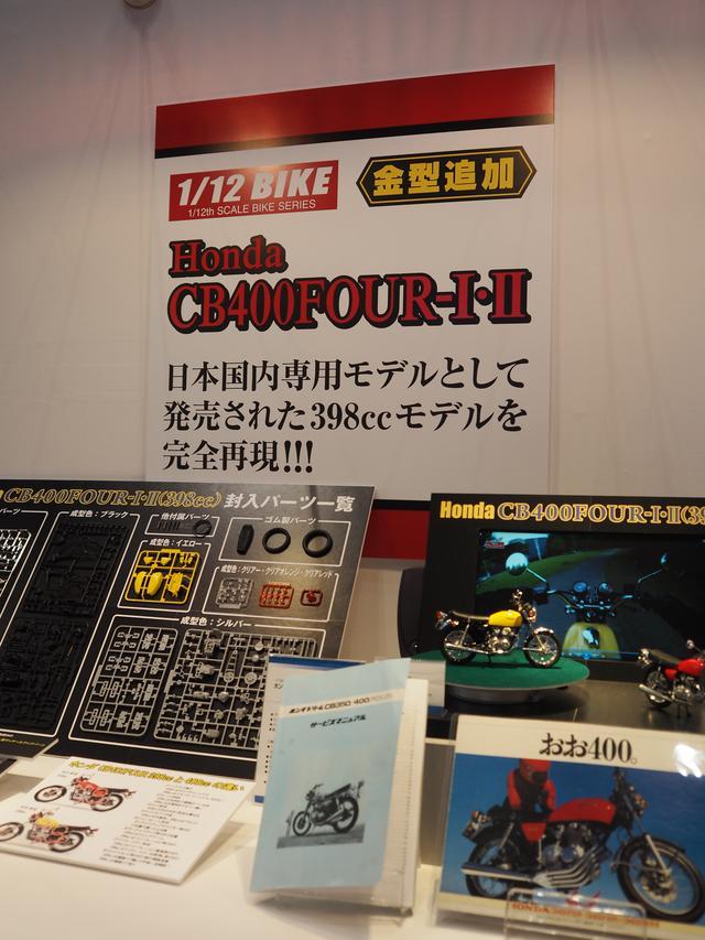 画像: カタログやサービスマニュアルの展示までありました。
