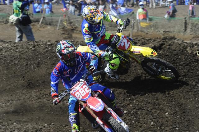 画像: レース中盤、#2熱田をかわした#982成田。ふたりは東北出身の大ベテラン同士。
