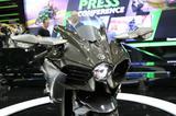 画像: カーボン外装が実にキマってます! まるで保安部品をつけたH2Rのようです。
