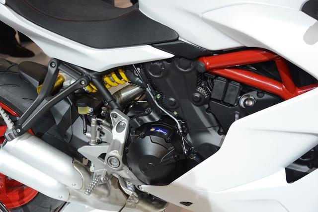 画像: エンジンはハイパーモタード系の937cc。パワーは113HPです。