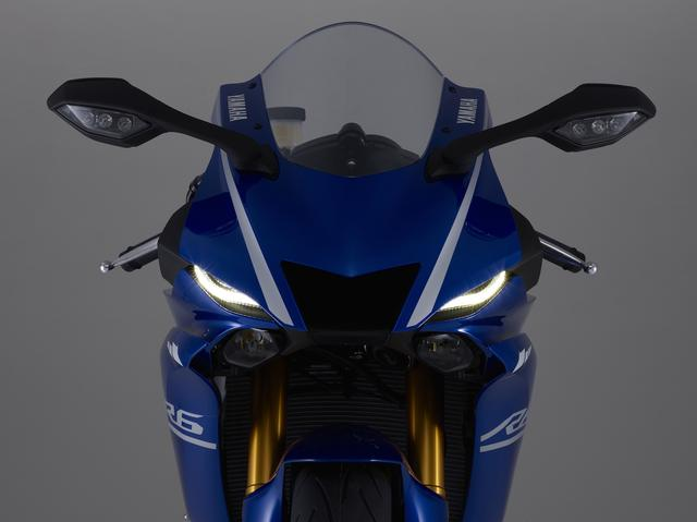 画像: YZF-R1を彷彿とさせるフロントマスク。ヘッドライトはもちろんLED。