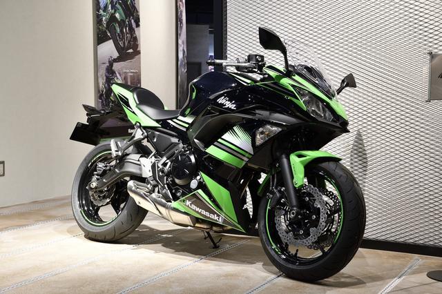 画像: 「Ninja 650 ABS」。最新モデルを間近で見るチャンスだ。