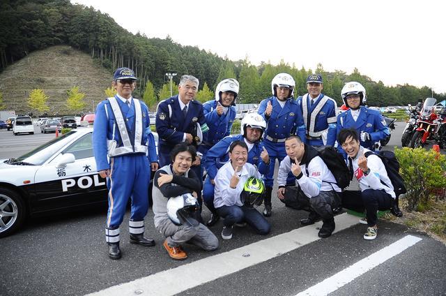 画像: 栃木県警のパレード隊のみなさんと。お!RGTCポーズつくってくれてるノリのいいおまーりさんがいる!