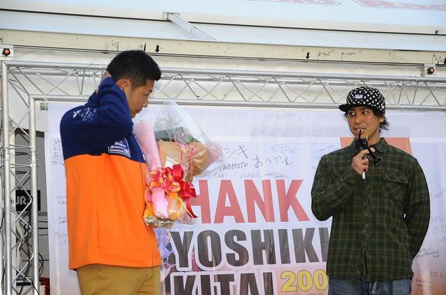 画像: 北居(左)はまだ33歳。熱田や田中よりひと世代若いけれど、引退を決意しました。隣の小島はスズキのエース、北居よりふたつ若い31歳です。