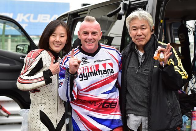画像: はるばるイギリスから今大会に遠征してきたジョン・リッチー選手。イギリスでもジムカーナを走っているというだけに、借り物のマシンでもなんなく各セクションをクリア。目標としていた昇格こそ果たせなかったが、それでもNO級で2位に入賞する速さを見せた。