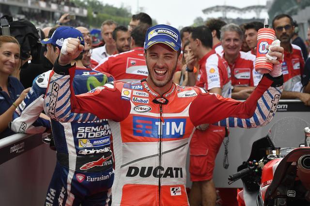 画像: ついにドゥカティでの初優勝を飾ったドビツィオーゾ。自身7年ぶり、ドゥカティ優勝は6年ぶり!