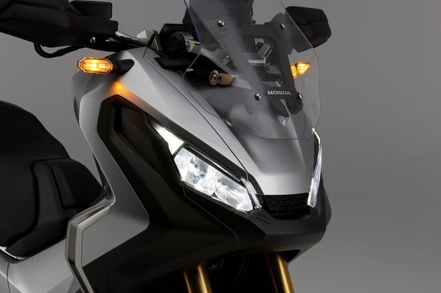画像: ヘッドライトはLED,スクリーンは5段階に調整が可能。