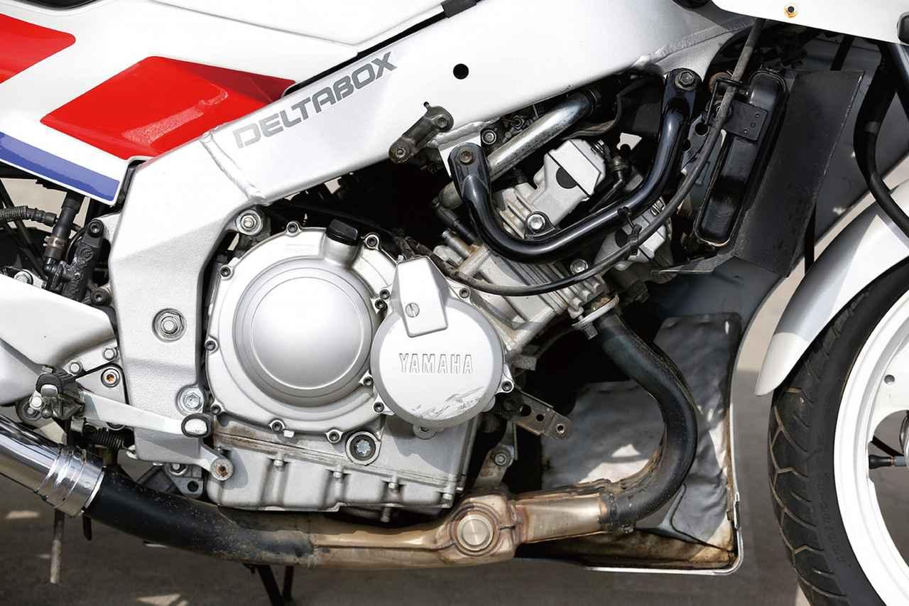 画像: エンジンの基本構造はフェーザー時代から変わっていないが、ピストンの軽量化、コンロッドやバルブタイミングの変更、点火タイミングの最適化などにより、最高出力の発生回転数が1万6000回転まで引き上げられた。