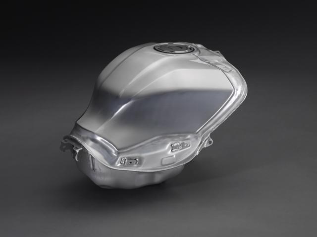 画像: アルミニウム製燃料タンク