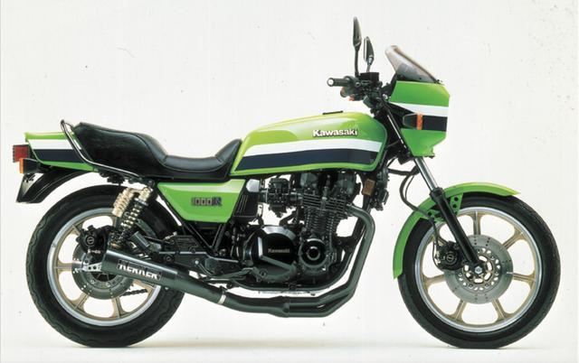 画像: 1982年 KAWASAKI Z1000R エディ・ローソンの名とともに一世を風靡した伝説的なモデルであるZ1000R1。ZRXシリーズはそのフォルムを巧みに再現したスポーティなビッグネイキッドだが、ファイナルエディションはさらにこのモデルのテイストを強く盛り込んだカラー&グラフィックでレトロな美しさを演出している。