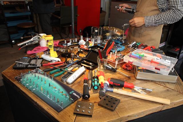 画像: 体験用工具の数々。握り心地や操作感の好みは千差万別。いろいろ試してみよう。