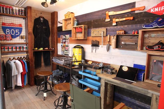 画像: アメリカンガレージ風の飾られた店内。この雰囲気、憧れますよねぇ。