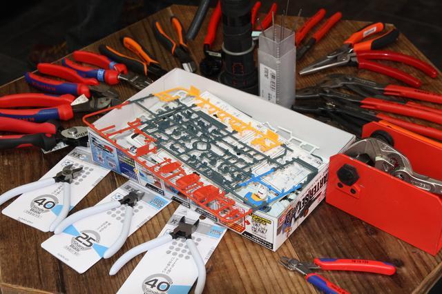 画像: ニッパーの試し切りコーナーいは、プラモデルや針金などが用意され、その切れ味と握りやすさを確認することができます。