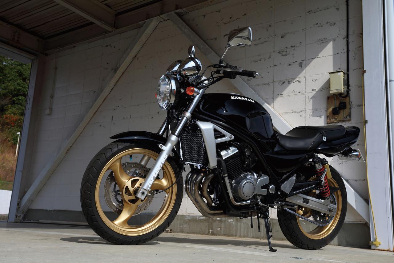 画像: ZXR譲りの高回転型エンジンを搭載した硬派ネイキッド