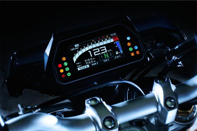 画像: YZF-R1Mの要素をふんだんに取り入れているMT-10 SP。フルカラーの多機能LCDメーターもR1Mと同様のものを装備している。