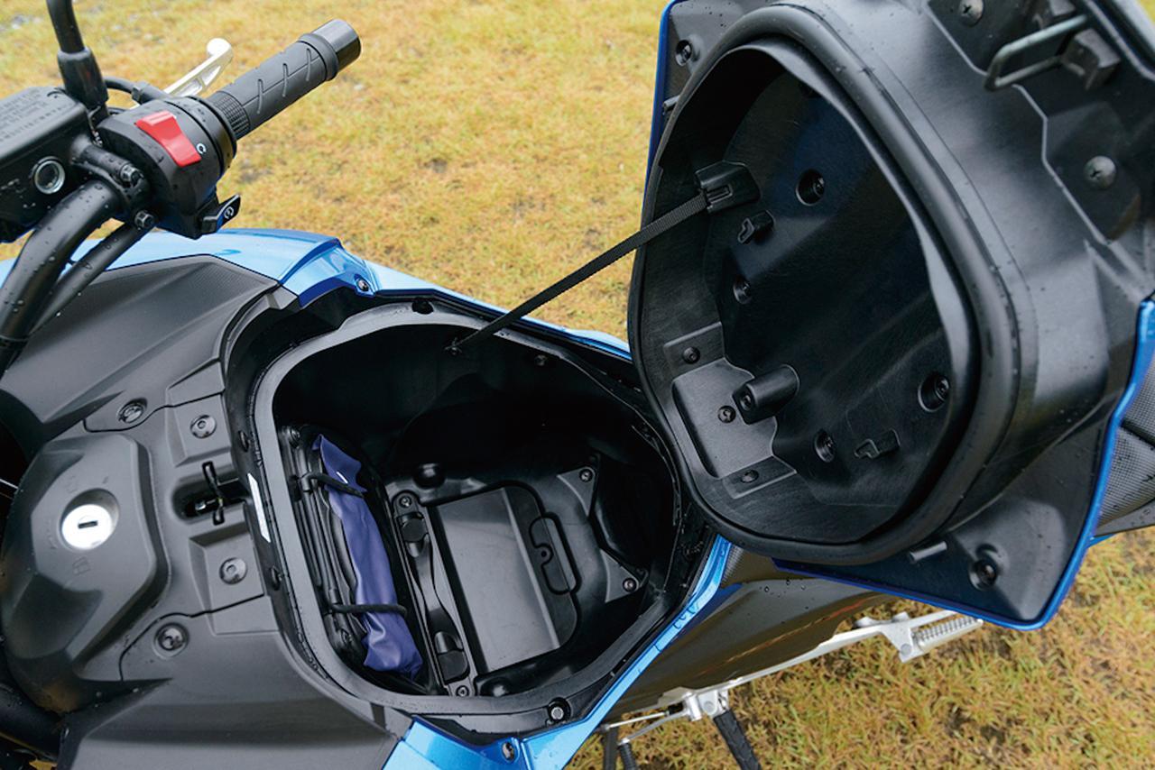 画像: NCシリーズの特徴であるラゲッジスペースは、これまでの21ℓから22ℓに容量を拡大。通常のフルフェイスヘルメットは難なく収納できるだけに「やっぱりあると便利だよね」。