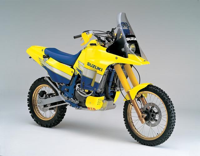 画像: 1988年発売の「DR750S」から始まったスズキのアドベンチャーモデルよりヒントを得たデザインを採用している。クチバシの元祖はスズキだ。