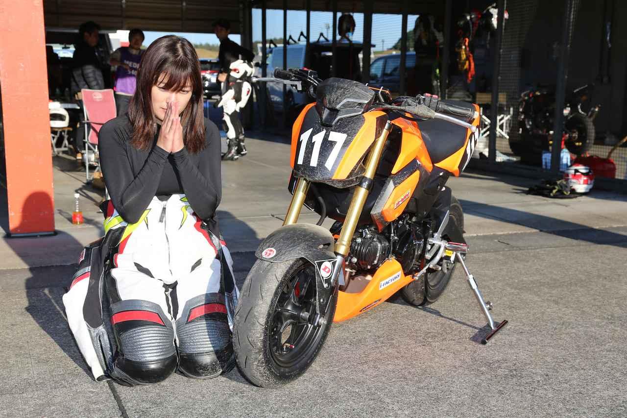 画像: 国友愛佳ちゃん、もてぎで転倒の1コマ。この転倒が練習のモチベーションになっています。