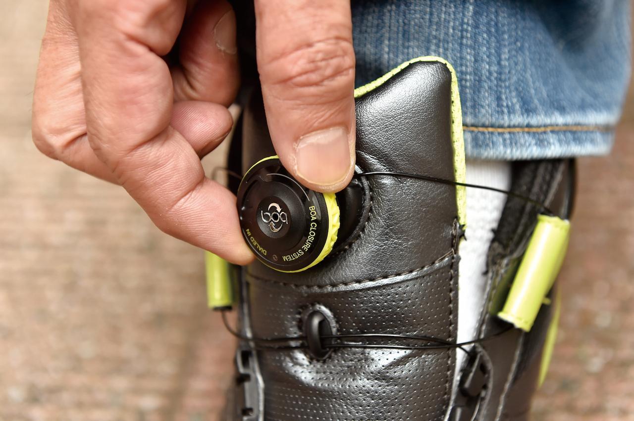 画像: Boaクロージャーシステムを採用しているので履き脱ぎは実にスムーズ。足全体を包むようにフィットさせられるので長時間履いていても疲れない。