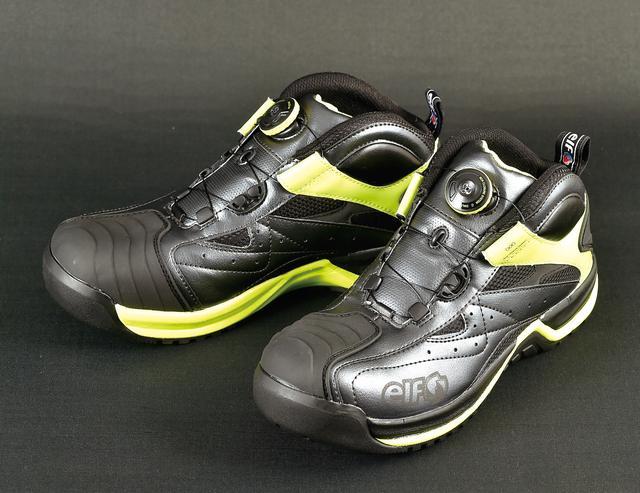 画像: 安全靴とは思えないカジュアルなデザイン。つま先外側のelfロゴは夜間の被視認性を高める反射素材になっている。
