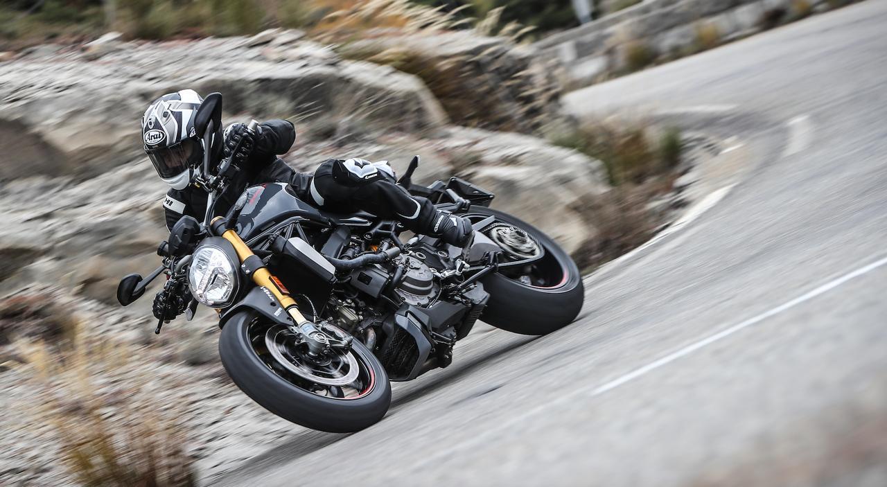"""画像1: """"モンスター""""であることにこだわり、全てにおいて進化する 「原点回帰」 Ducati Monster 1200 S"""