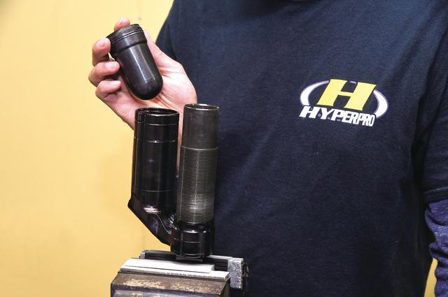 画像: 交換品はオイル、ガス、オイルシールのほか、スライドメタルなども含まれる。